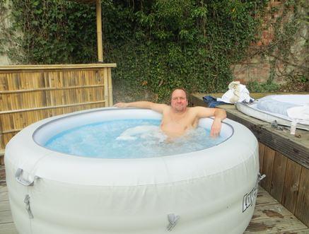 Ich und mein aufblasbarer Whirlpool Lay Z Spar